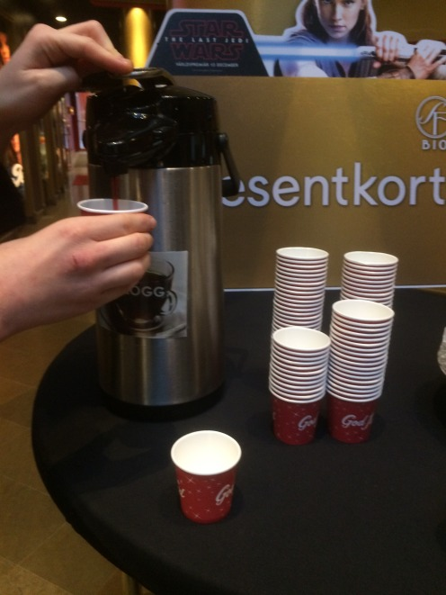 Alcohol free glögg was served at a cinema for free!